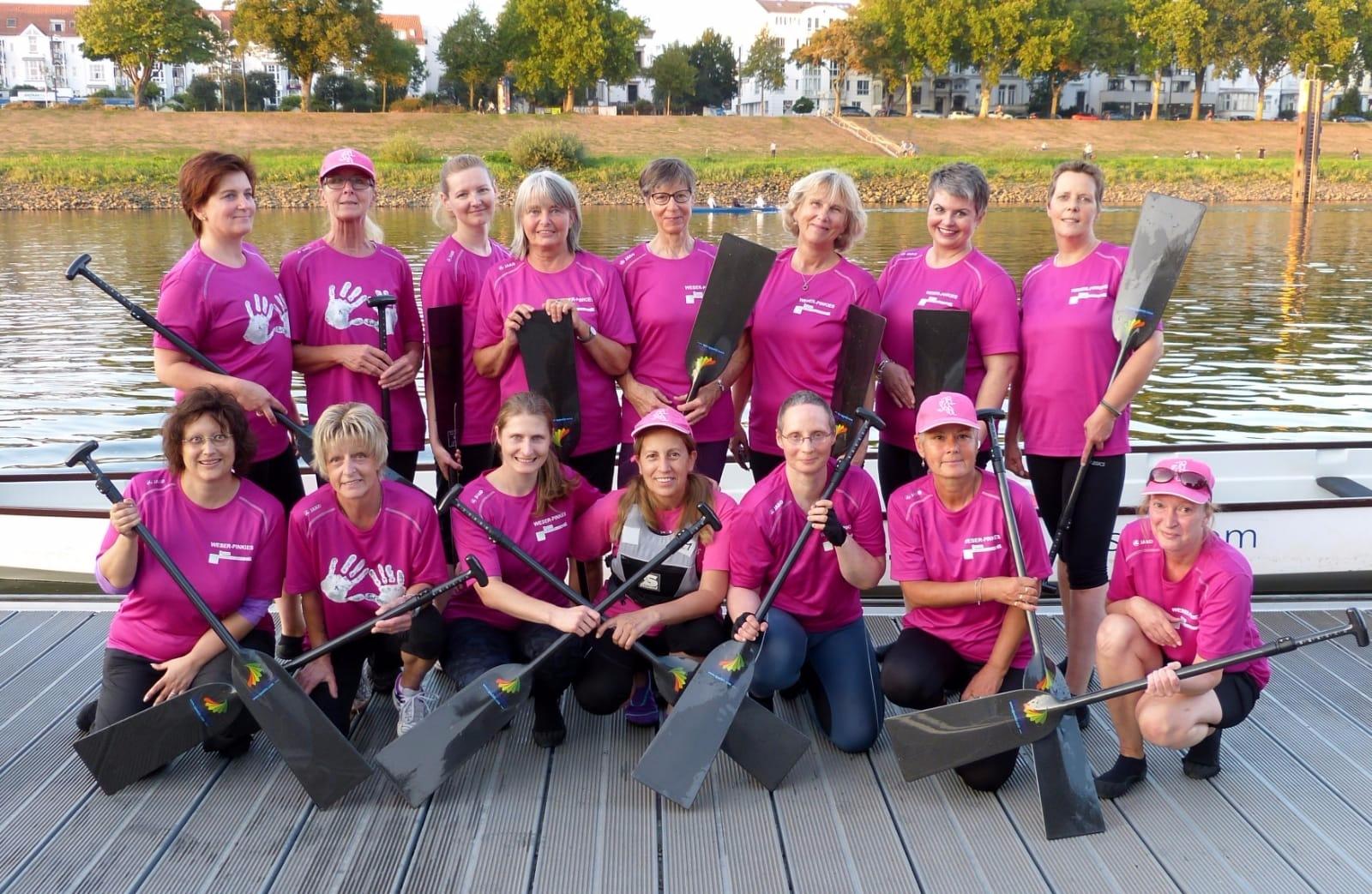 Die sportlichen Damen mit der Leiterin der Krebsberatungsstelle, Frau Marie Rösler (obere Reihe 4. von rechts), vor dem wöchentlichen Training