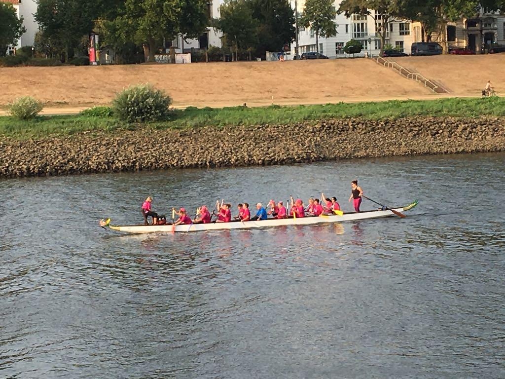Die Damen beim intensiven Training auf der Weser